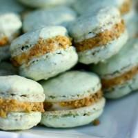 """Let's French """"Macaron"""" Kiss (pistachio)"""
