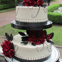 Summer Elegance Wedding Cake at Lakewold Gardens